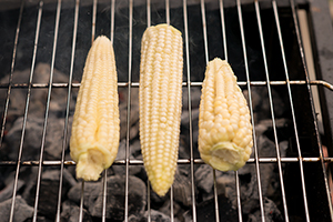 Молодая кукуруза на гриле