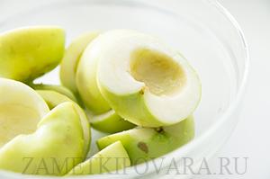 Слоеный пирог с карамельными яблоками и корицей
