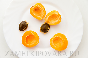 Абрикосы, запеченные с медом и грецкими орехами