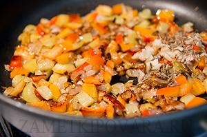 Яичница с помидорами и луком по-африкански