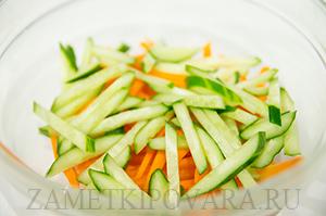 Салат с опятами по-восточному