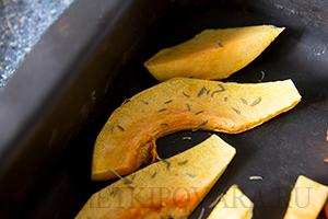 Тосты с плавленным сыром и запеченной тыквой