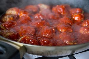 Мясные тефтели в красном соусе
