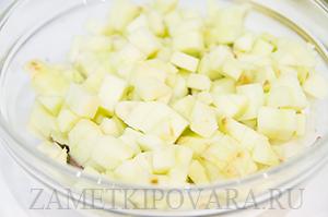 Тар-тар из сельди, яблока и черного хлеба