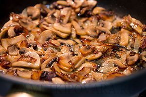 Заварные галушки с жаренными грибами