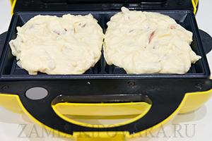 Вафли с копченой колбасой и сыром