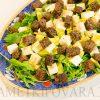 Салат из рукколы с брынзой и авокадо