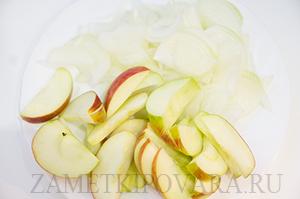 Печень с яблоками в винном соусе