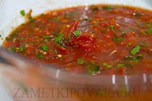Томатный соус с зеленью и чесноком