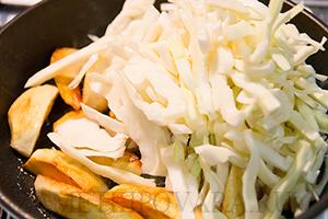 Жареная капуста с картошкой