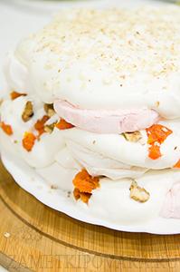 Зефирный торт со взбитыми сливками