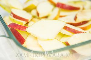 Крамбл с овсяными хлопьями, яблоком и клюквой