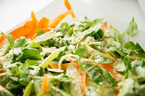 Салат из кабачка, моркови, огурца и корна
