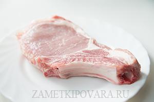 Свиная котлета на кости с горчицей и розмарином