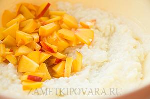 Рисово-творожная запеканка с персиками