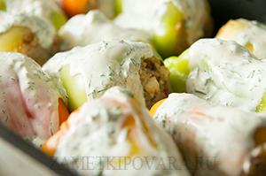 Запеченный болгарский перец, фаршированный гречкой