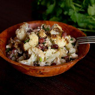 Теплый салат из цветной капусты с фасолью