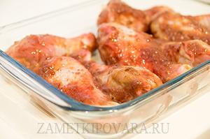 Куриные голени, запеченные в сливовом соусе
