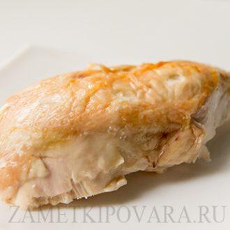 Запеченная курица с грудинкой и чесноком