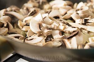 Тыква, фаршированная грибами и грецкими орехами