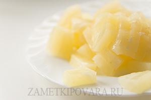 Салат Айсберг с сельдереем и ананасом