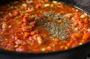 Томатный суп с фасолью и овощами