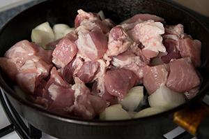 Жаркое из свинины по-деревенски
