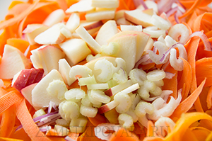 Салат с тыквой, морковью и яблоком