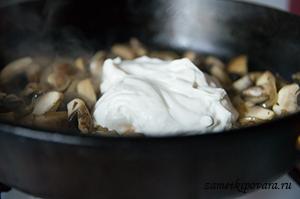Пирог с картофелем, грибами и сметаной