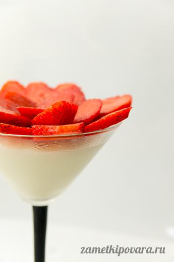 Ванильный пудинг с ягодами