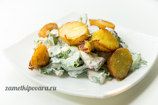 Салат с молодым картофелем, овощами и заправкой из феты