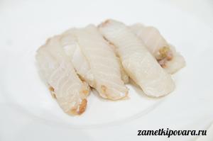 Роллы с филе акулы, огурцом и сливочным сыром