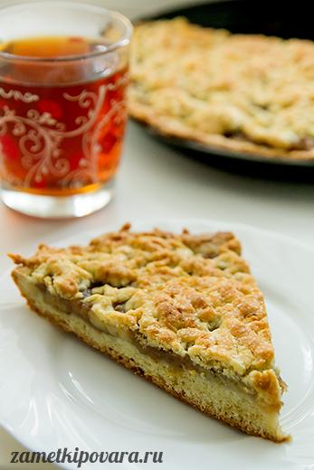 Тертый пирог с яблоками и бананами