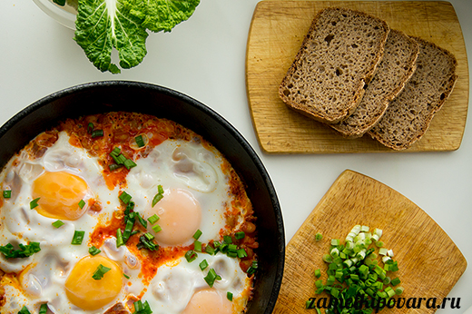 Нут с яйцами по-марокански