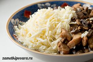 Блины с курицей, грибами и сыром