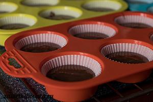 Шоколадные капкейки с вареной сгущенкой и шоколадно-кофейным ганашем