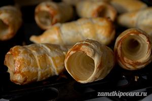Слоеные трубочки с заварным белковым кремом