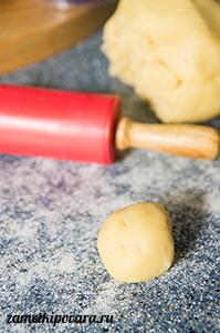 Пирожное Корзиночка с ягодным джемом, орехами и зефиром