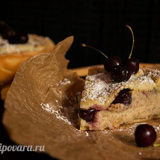 Баскский пирог с черешней и заварным кремом