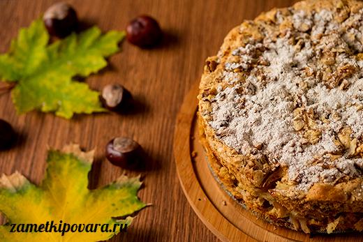 Яблочная шарлотка с грецкими орехами и корицей