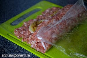 Мясной рулет с сыром и болгарским перцем
