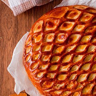 Пирог с индейкой, грибами и сыром
