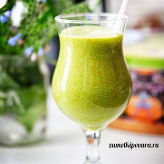 Зеленый смузи с яблоком и бананом