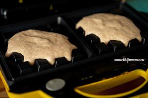 Цельнозерновые вафли с клубникой и кокосовым соусом