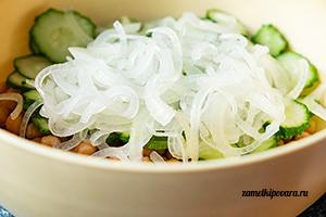 Салат из нута с огурцами