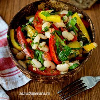 Салат из фасоли с помидорами и болгарским перцем