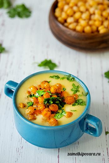 Суп-пюре из цветной капусты с хрустящим нутом