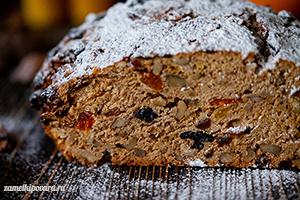Рождественский хлеб с орехами и сухофруктами