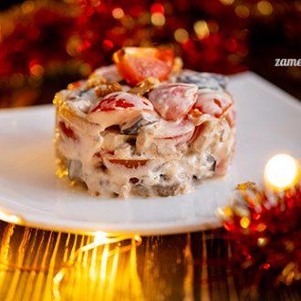 Салат с баклажанами, тофу и помидорами
