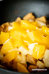 Сейтан по-азиатски с ананасами и апельсинами